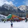 Mii de turişti au luat cu asalt pârtiile de schi din Valea Prahovei