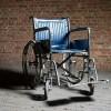 O sută de scaune cu rotile, donate celor cu dizabilități