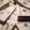 Britanicii stochează tot mai mulți bani în bănci