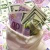 Euro a sărit, luni, de 4,57 lei