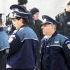 Zeci de polițiști pichetează sediul MAI