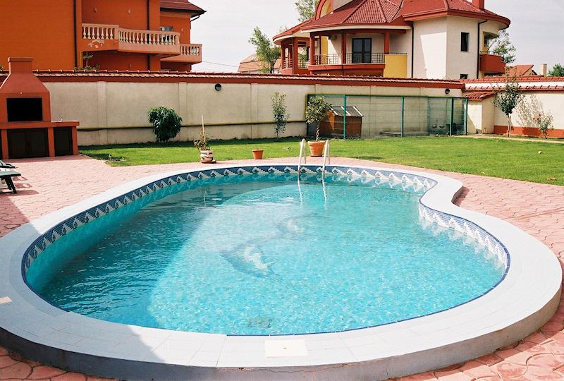 Rom nii au investit milioane de euro n piscine for Euro piscine