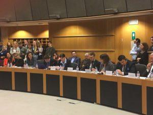dezbatere kovesi PE